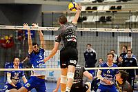 06-03-2021: Volleybal: Amysoft Lycurgus v Active Living Orion: Groningen smash Orion speler Adam White