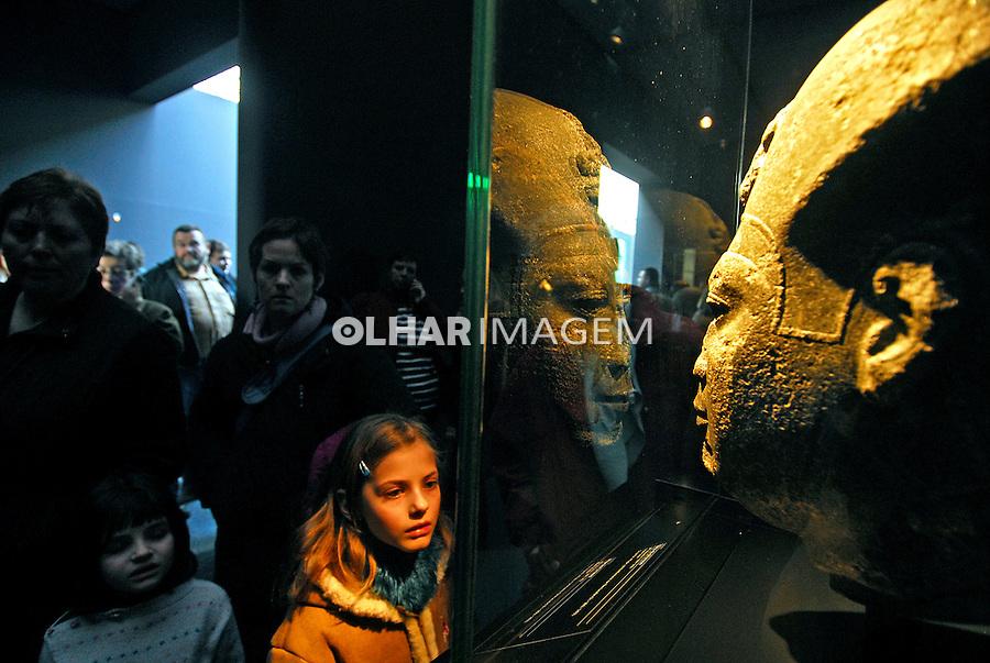 """Exposição """"Os Tesouros Submersos do Egito"""" no Grand Palais. Paris. França. 2007. Foto de Luciana Whitaker."""