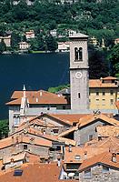 Europe/Italie/Lac de Come/Lombardie/Torno:  les toits du  village et le lac
