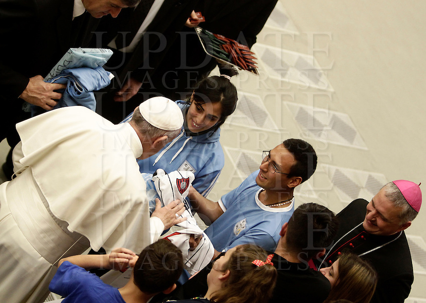 Papa Francesco saluta i fedeli al termine dell'Udienza Generale del mercoledi' in aula Paolo VI, Citta' del Vaticano, 7 dicembre 2016.<br /> Pope Francis greets faithful at the end of his weekly general audience in Paul VI Hall at the Vatican on December 7, 2016. <br /> UPDATE IMAGES PRESS/Isabella Bonotto<br /> <br /> STRICTLY ONLY FOR EDITORIAL USE