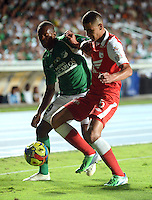 cali -COLOMBIA, 15-06-2013. Yerson Candelo (I) del Deportivo Cali disputa el balón con Yulian Anchico (D) de Independiente Santa Fe de los cuadrangulares finales F1 de la Liga Postobón 2013-1 jugado en el estadio Pascual Guerrero de la ciudad de Cali./ Deportivo Cali player Yerson Candelo (L) fights for the ball with Yulian Anchico (R) of Independiente Santa Fe during match of the final quadrangular 1th date of Postobon  League 2013-1 at Pascual Guerrero stadium in Cali city. Photo: VizzorImage/ Juan Carlos Quintero/STR