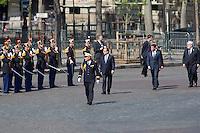 FRANCOIS HOLLANDE, MANUEL VALLS, JEAN-YVES LE DRIAN 71EME ANNIVERSAIRE DE LA VICTOIRE DU 8 MAI 1945 - DERNIERE COMMEMORATION SOUS LE MANDAT DE FRANCOIS HOLLANDE
