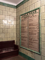 Treppenhaus im Chilehaus im Kontorhausviertel, erbaut 1922 bis 1924 von Fritz Höger, Hamburg, Deutschland, Europa, UNESCO-Weltkulturerbe<br /> Staircase in Chilehaus building in Kontorhaus quarter, built 1922-1924 by Fritz Höger,  Hamburg, Germany, Europe, UNESCO world heritage