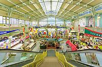 France, Vendée (85), Les Sables-d'Olonne, marché dans les Halles Centrales