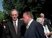 Jean Chretien et Bernard Landry au Funerailles du senateur Rizutto, le 7 aout 1997,  a L'eglise Saint-Jean-Goualbert a Laval-sur-le-lac.<br /> <br /> PHOTO :  Agence Quebec Presse<br /> <br /> Les images commandees seront recadrees lorsque requis