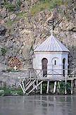 Kapelle in Tiflis am Ufer des Kura-Flusses. / Small chapel in Tbilisi.