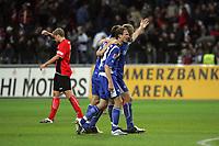 Siegesjubel Karlsruher SC, links daneben Patrick Ochs (Eintracht Frankfurt) enttäuscht