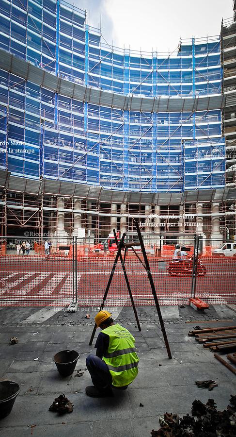 - NAPOLI 9 SET 2014 -  Lavori in corso, Palazzo Reale, San Carlo e Galleria Umberto I   ingabbiati