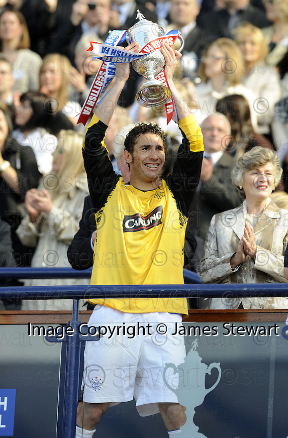 24/05/2008   Copyright Pic: James Stewart.File Name : sct_jspa26_qots_v_rangers.CARLOS CUELLAR GETS HIS HANDS ON THE SCOTTISH CUP.James Stewart Photo Agency 19 Carronlea Drive, Falkirk. FK2 8DN      Vat Reg No. 607 6932 25.Studio      : +44 (0)1324 611191 .Mobile      : +44 (0)7721 416997.E-mail  :  jim@jspa.co.uk.If you require further information then contact Jim Stewart on any of the numbers above........