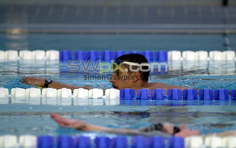 Pix: Matthew Lewis/SWpix.com. Swimming. National Youth Squad Swimming, Loughborough University. 25/10/2002...COPYRIGHT PICTURE>>SIMON WILKINSON>>01943 436649>>..Stockport Metro's Khalid Jhugroo.