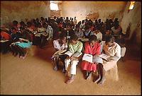 Mozambico,alunni di una scuola elementare in provincia di Nampula