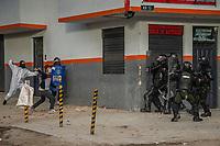 BOGOTA - COLOMBIA, 20-07-2021: Manifestantes de primera línea y policías del ESMAD se enfrentan en el sector de Usme hoy, 20 de julio de 2021, en Bogotá durante la conmemoración del día de independencia de Colombia en el cual siguen las protestas del paro nacional que nuevamente convocó movilizaciones para protestar por el gobierno del presidente Duque. / Front-line protesters and ESMAD police clash in the Usme sector  today, July 20, 2021, in Bogotá during the commemoration of Colombia's independence day in which the protests of the national strike that again called mobilizations to protest the government of President Duque. Photo: VizzorImage / Diego Cuevas / Cont