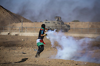 Palestinian demonstrators clash with Israeli forces through the Gaza-Israel fence near Khan Younis in the southern Gaza Strip in a demonstration demanding the lifting of the siege imposed on Al-Tawat for years, on 2 August 2019 <br /> <br /> PHOTO : Agence Quebec Presse - Yousef Masoud