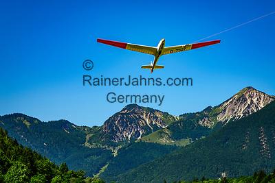 Ddeutschland, Bayern, Chiemgau, Unterwoessen: Deutsche Alpensegelflugschule Unterwoessen - DASSU - Windenstart | Germany, Bavaria, Chiemgau, Unterwoessen: German Gliding School Unterwoessen - DASSU - winch lauch