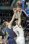 Real Madrid's Felipe Reyes (r) and FC Barcelona's Justin Doellman during Euroleague match.February 5,2015. (ALTERPHOTOS/Acero)