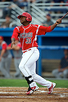 Batavia Muckdogs infielder Roberto De La Cruz #31 during a game against the Brooklyn Cyclones at Dwyer Stadium on July 25, 2012 in Batavia, New York.  Brooklyn defeated Batavia 3-2.  (Mike Janes/Four Seam Images)