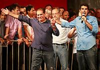PA - POLITICA -- ** ATENCAO, EDITOR: FOTO EMBARGADA PARA VEICULOS DO ESTADO DO PARA ** -O candidato Helder Barbalho pelo PMDB com seu pai senador Jader Barbalho, participa de comicio com dirigentes, líderes, prefeitos e deputados estaduais e federais, promovido pelo PT e PMDB-pa,  na pedro Miranda, Belem-para, nesta quarta- feira.<br />  <br /> Foto: TARSO SARRAF