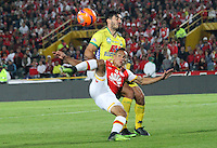BOGOTA -COLOMBIA, 18-02-2017.Anderson Plata (R)  player of Independiente Santa Fe fights the ball against of Emiliano Mendez(L) player of Atletico Huila  during match for the date 4 of the Aguila League I 2017 played at Nemesio Camacho El Campin stadium . Photo:VizzorImage / Felipe Caicedo  / Staff