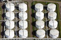 Tanklager VOPAK im Hamburger Hafen: EUROPA, DEUTSCHLAND, HAMBURG, 19.04.2014: Vopak Dupeg Terminal-Tanklage