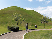 Grabhügel im Daenungwon--Park, Gyeongju, Provinz Gyeongsangbuk-do, Südkorea, Asien, UNESCO-Weltkulturbe<br /> burial mound in Daenungwon park, Gyeongju,  province Gyeongsangbuk-do, South Korea, Asia, UNESCO world-heritage