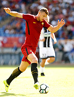 Calcio, Serie A: Roma vs Udinese. Roma, stadio Olimpico, 23 settembre 2017.<br /> Roma's Edin Dzeko in action during the Italian Serie A football match between Roma and Udinese at Rome's Olympic stadium, 23 September 2017. Roma won 3-1.<br /> UPDATE IMAGES PRESS/Riccardo De Luca