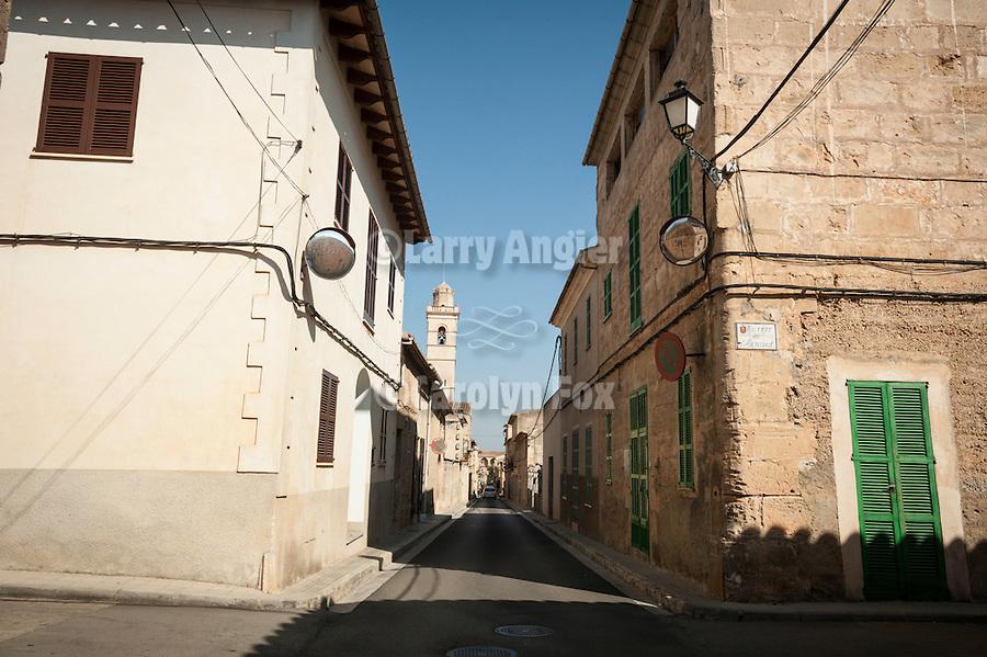 Narrow street, St. Bernard church, Petra, Mallorca