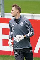 Manuel Neuer (Deutschland Germany) hat neue Handschuhe mit der 100 drauf für 100 Spiele - Seefeld 05.06.2021: Trainingslager der Deutschen Nationalmannschaft zur EM-Vorbereitung