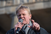 """Im Rahmen eines Weltweiten Klima-Aktionstages demonstrierten am Freitag den 29. November 2019 in Deutschland 630.000 Menschen gegen die Klimapolitik der Bundesregierung. Sie forderten, dass endlich eine Klimapolitik gemacht wird, die wenigstens die Klimaziele des Parisabkommen zur Senkung des CO2-Ausstoss einhaelt und die Erderwaermung auf plus 1,5 Grad beschraenkt, wovon die Politik jedoch weit entfernt ist. Aufgerufen zu den Demonstrationen hatte """"Fridays for Future"""".<br /> In Berlin demonstrierten ca. 50.000 Menschen und zogen mit einer Demonstration vom Brandenburger Tor durch die Innenstadt.<br /> Im Bild: Reiner Hoffmann, Vorsitzender des Deutschen Gewerkschaftsbund, DGB.<br /> 29.11.2019, Berlin<br /> Copyright: Christian-Ditsch.de<br /> [Inhaltsveraendernde Manipulation des Fotos nur nach ausdruecklicher Genehmigung des Fotografen. Vereinbarungen ueber Abtretung von Persoenlichkeitsrechten/Model Release der abgebildeten Person/Personen liegen nicht vor. NO MODEL RELEASE! Nur fuer Redaktionelle Zwecke. Don't publish without copyright Christian-Ditsch.de, Veroeffentlichung nur mit Fotografennennung, sowie gegen Honorar, MwSt. und Beleg. Konto: I N G - D i B a, IBAN DE58500105175400192269, BIC INGDDEFFXXX, Kontakt: post@christian-ditsch.de<br /> Bei der Bearbeitung der Dateiinformationen darf die Urheberkennzeichnung in den EXIF- und  IPTC-Daten nicht entfernt werden, diese sind in digitalen Medien nach §95c UrhG rechtlich geschuetzt. Der Urhebervermerk wird gemaess §13 UrhG verlangt.]"""