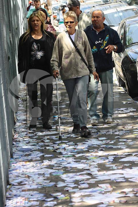 OSASCO,SP - 05.10.14 - ELEICOES 2014/LIXO/SUJEIRA - Lixo eleitoral no considerado maior colegio eleitoral da Grande São Paulo a Universidade FIEO em Osasco, eleitores sofrem com o lixo deixado neste domingo,05, dia da eleição. <br /> . ( Foto: Aloisio Mauricio / Brazil Photo Press )