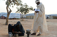 BURKINA FASO Djibo , malische Fluechtlinge, vorwiegend Tuaregs, im Fluechtlingslager Mentao des UN Hilfswerks UNHCR, sie sind vor dem Krieg und islamistischem Terror aus ihrer Heimat in Nordmali geflohen / BURKINA FASO Djibo, malian refugees, mostly Touaregs, in refugee camp Mentao of UNHCR, they fled due to war and islamist terror in Northern Mali  , WEITERE MOTIVE ZU DIESEM THEMA SIND VORHANDEN!! MORE PICTURES ON THIS SUBJECT AVAILABLE!!