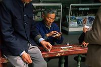 China, Peking, Majong-Spieler im Park