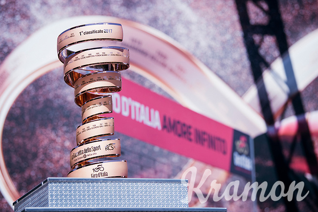 special edition 'pink golden' Giro trophy<br /> <br /> 100th Giro d'Italia 2017