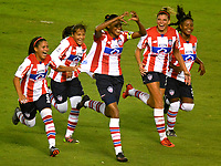 BARRANQUIILLA - COLOMBIA, 03-03-2018: Kelis Peduzine (manos arriba) del Atlético Junior Femenina celebra después de anotar un gol a Unión Magdalena Femenina durante partido por la fecha 4 de la Liga Femenina Águila 2018 jugado en el estadio Metropolitano Roberto Meléndez de la ciudad de Barranquilla. / Kelis Peduzine (hands Up) player of Atletico Junior Femenina celebrates after scoring a goal to Union Magadalena Women during match for the date 4 of the Aguila Women League 2018 played at Metropolitano Roberto Melendez stadium in Barranquilla city.  Photo: VizzorImage/ Alfonso Cervantes / Cont
