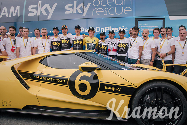 yellow jersey / GC leader Geraint Thomas (GBR/SKY) & team posing in front of the teambus & behind a customised yellow 'SKY' Ford GT ahead of the last stage<br /> <br /> Stage 21: Houilles > Paris / Champs-Élysées (115km)<br /> <br /> 105th Tour de France 2018<br /> ©kramon
