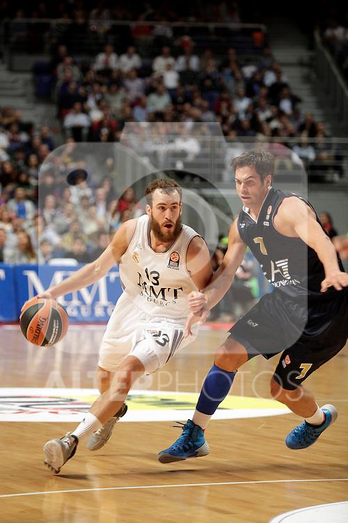 Real Madrid´s Sergio Rodriguez (L) V EA7 Emporio Armani Milan´s Cerella during Euroleague Basketball match. November 01,2013. (ALTERPHOTOS/Victor Blanco)
