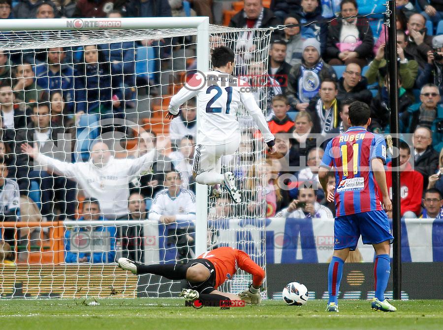 Real Madrid's Jose Maria Callejon and Levante's Munua and Ruben (r) during La Liga BBVA match. April 6, 2013.(ALTERPHOTOS/Alconada)