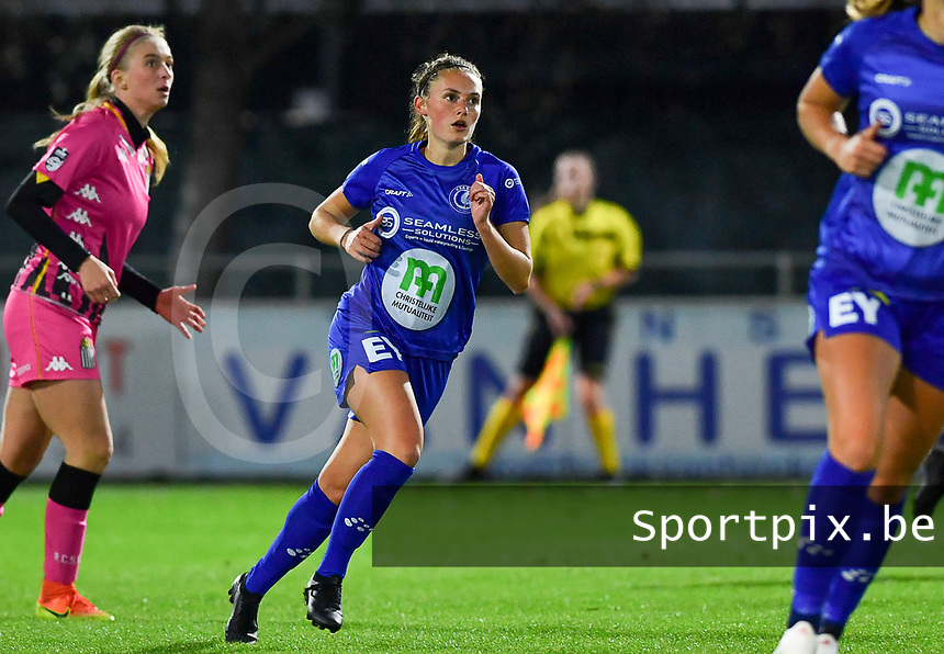 Emma Van Britsom (6 Gent) pictured during a female soccer game between  AA Gent Ladies and Sporting Charleroi Feminin on the fifth matchday of the 2020 - 2021 season of Belgian Scooore Womens Super League , friday 16 th of October 2020  in Oostakker , Belgium . PHOTO SPORTPIX.BE | SPP | DAVID CATRY