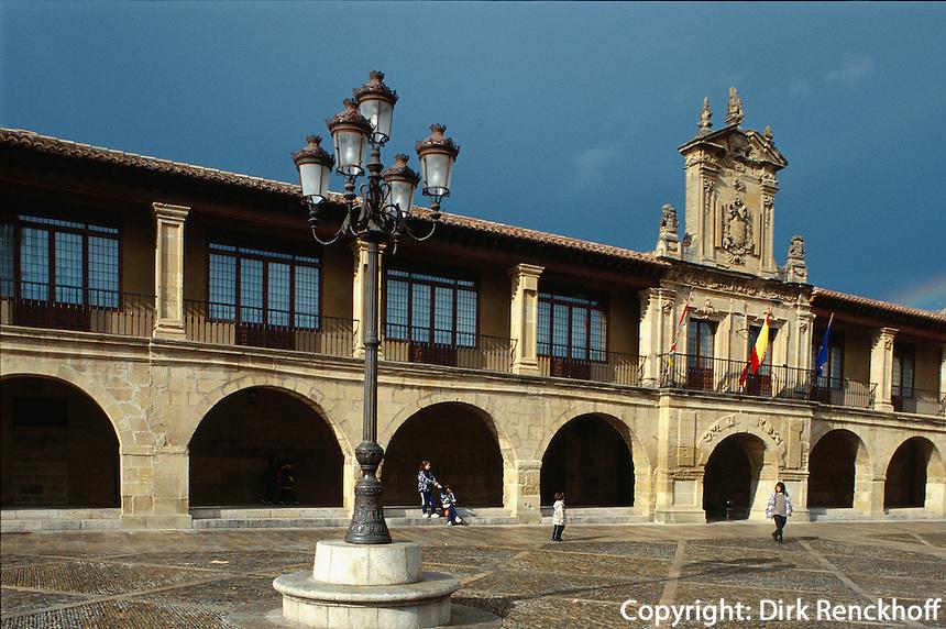 Plaza de España, Santo Domingo de la Calzadal, La Rioja, Spanien