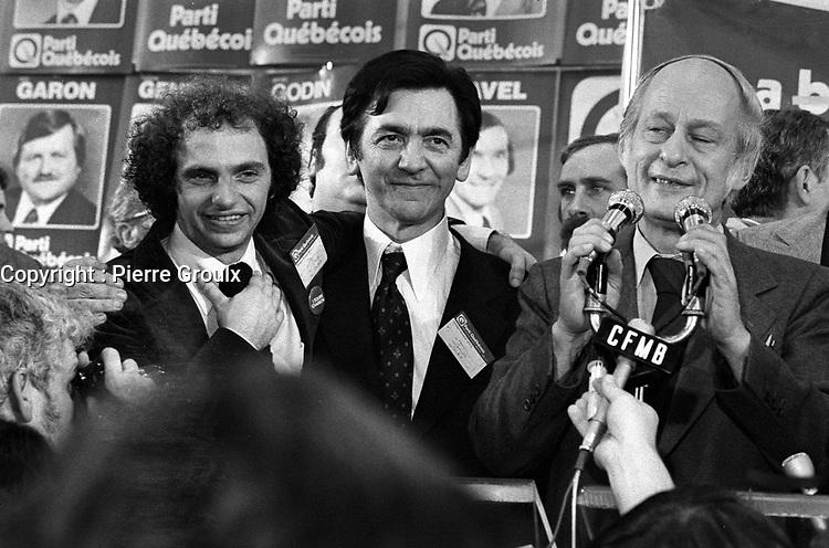 Rene Levesques et le PQ remportent l'election du 15 novembre 1976 au Centre Paul-Sauve.<br /> <br /> <br /> PHOTO : Agence Quebec Presse - Pierre Groulx