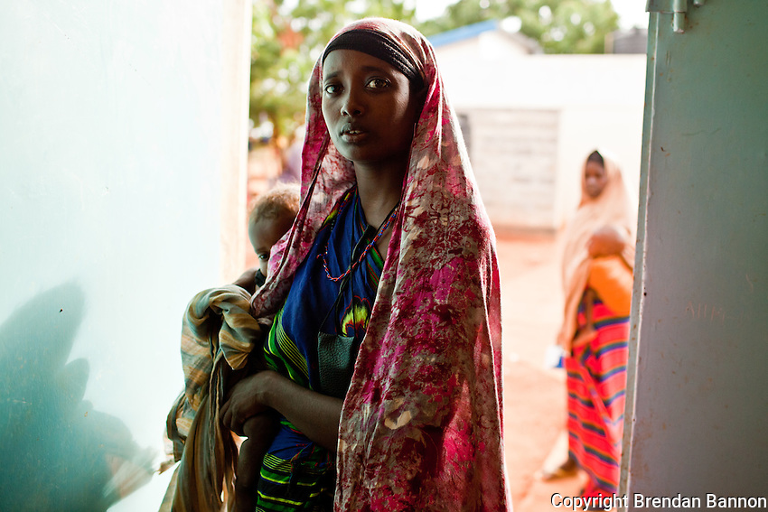 A Somali mother enetring the hospital ward for severely malnourished children in Ifo camp near Dadaab, Kenya.