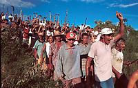 MST OCUPA A FAZENDA CHAO DE ESTRELAS EM AURORA DE PROPRIEDADE DO SENADOR JADER BARBALHO E AGUARDA A CHEGADA DA POLICIA MILITAR. FOTO PAULO SANTOS/INTERFOTO, AURORA DO PARÁ, BRASIL.