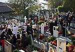 Italien, Suedtirol, bei Meran, Dorf Tirol: Friedhof, Beerdigung | Italy, South Tyrol, Alto Adige, near Merano, Tirolo: graveyard, funeral
