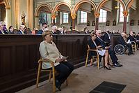 """Oekumenischer Gottesdienst unter dem Motto """"Wir miteinander"""" zum 30. Tag der Deutschen Einheit in der St. Peter und Paul-Kirche in Potsdam am Samstag den 3. Oktober 2020.<br /> Im Bild vlnr.: Bundeskanzlerin Angela Merkel (CDU); Bundespraesident Frank-Walter Steinmeier mit Ehefrau Elke Buedenbender; Bundestagspraesident Wolfgang Schaeuble (CDU) mit Ehefrau Ingeborg; Dietmar Woidke (SPD), Ministerpraesident von Brandenburg mit Ehefrau Susanne.<br /> 3.10.2020, Berlin<br /> Copyright: Christian-Ditsch.de"""