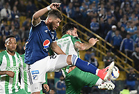BOGOTA - COLOMBIA, 31-01-2018: Matias De Los Santos (Izq) jugador de Millonarios disputa el balón con Gonzalo Castellani (Der) jugador de Atletico Nacional durante partido por la final ida de la SuperLiga Aguila 2018 jugado en el estadio Nemesio Camacho El Campin de la ciudad de Bogotá. / Matias De Los Santos (L) player of Millonarios fights for the ball with Gonzalo Castellani (R) player of Atletico Nacional during the first leg match for the final of the SuperLiga Aguila 2018 played at the Nemesio Camacho El Campin Stadium in Bogota city. Photo: VizzorImage / Gabriel Aponte / Staff.