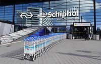 Nederland Amsterdam Schiphol -  maart 2021. Bagagekarretjes bij  Schiphol.    Foto ANP / Hollandse Hoogte / Berlinda van Dam