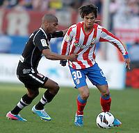 Atletico de Madrid's Oliver Torres (r) and Granada's Yacine Brahimi during La Liga match.April 14,2013. (ALTERPHOTOS/Acero)