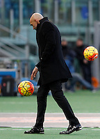 Calcio, Serie A: Roma vs Hellas Verona. Roma, stadio Olimpico, 17 gennaio 2016.<br /> Roma's coach Luciano Spalletti walks on the pitch during the Italian Serie A football match between Roma and Hellas Verona at Rome's Olympic stadium, 17 January 2016.<br /> UPDATE IMAGES PRESS/Isabella Bonotto