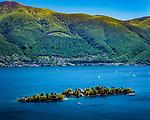 Schweiz, Tessin, Blick von Ronco sopra Ascona auf die Inseln Isole di Brissago mit Villa und Bozaniscshem Garten im Lago Maggiore | Switzerland, Ticino, view from Ronco sopra Ascona at Isole di Brissago with Villa and Botanic Garden at Lago Maggiore