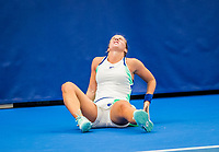 Amstelveen, Netherlands, 20  December, 2020, National Tennis Center, NTC, NK Indoor, National  Indoor Tennis Championships, Final womans single  :    Richel Hogenkamp (NED) does a split and injures  her hamstring<br /> Photo: Henk Koster/tennisimages.com