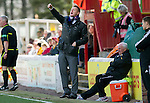 Motherwell v St Johnstone....28.04.12   SPL.Steve Lomas shouts instructions.Picture by Graeme Hart..Copyright Perthshire Picture Agency.Tel: 01738 623350  Mobile: 07990 594431